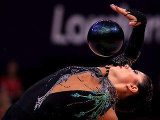 Rhythmic_gymnastics_20120809111814_640_480