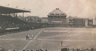 1914_Weeghman_Park_left_field